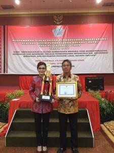 Foto Bersama setelah Menerima Penghargaan APN RKPD