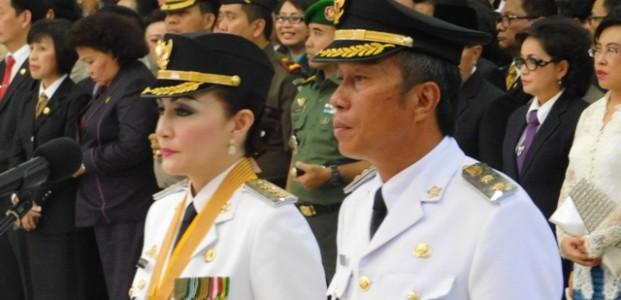 Minsel- Christiany Eugenia Paruntu, SE dan Franky Donny Wongkar, SH (CEP-FDW), resmi memimpin Kabupaten Minahasa Selatan (Minsel) sebagai Bupati Minsel dan Wakil Periode 2016 - 2021